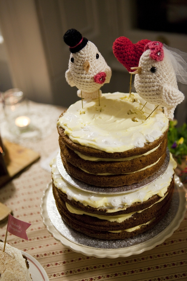 Wedding cake with knitted bird cake toppers