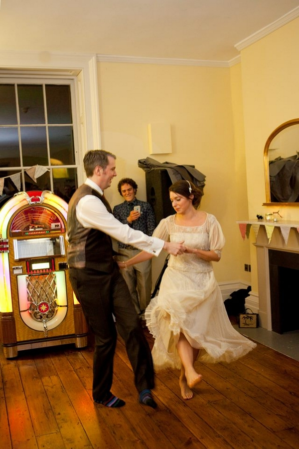 Bride and groom jive
