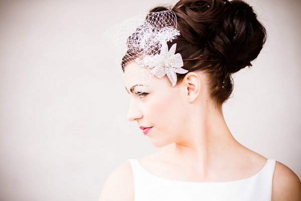 Bride with fascinator and bow hairpiece