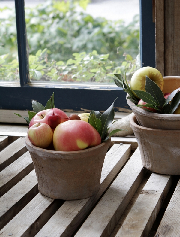 Pots or apples