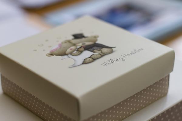 Box with wedding horseshoe inside