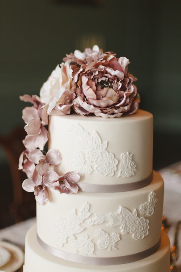 Detail on wedding cake