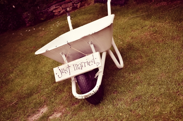 45 - A Mix and Match Shabby Chic Wedding in Derbyshire