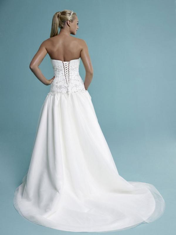 sade back amanda wyatt english rose 2014 collection the wedding community blog. Black Bedroom Furniture Sets. Home Design Ideas