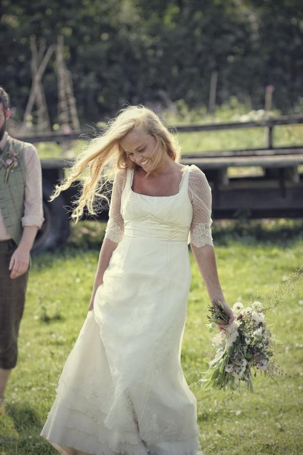 Vintage bride holding bouquet
