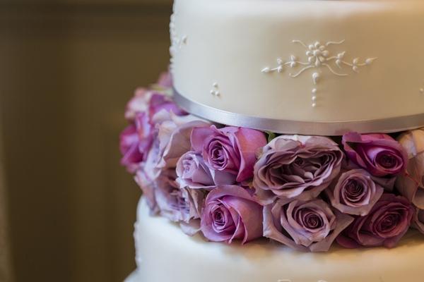 Flower decoration on wedding cake