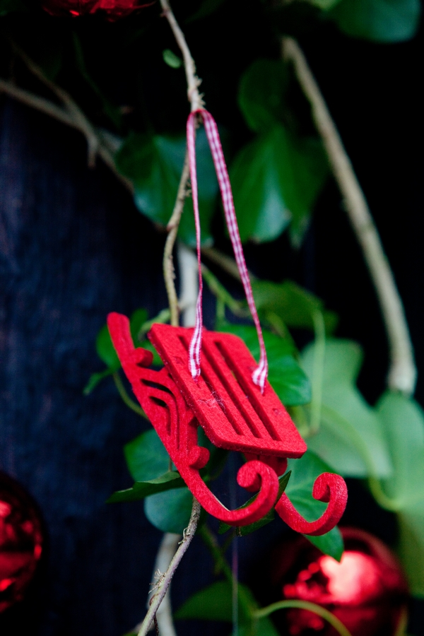 Small red sleigh decoration