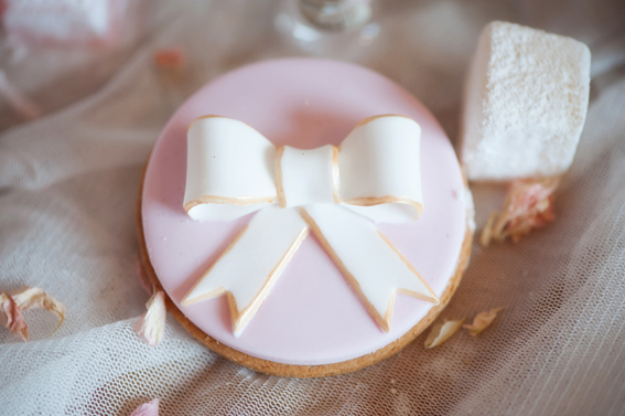 Bow decoration on biscuit