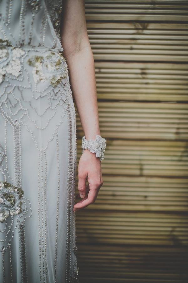 Bride's cuff