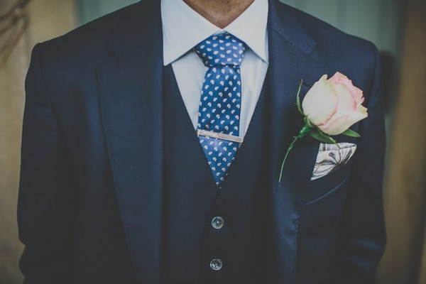 Groom's suit and tie