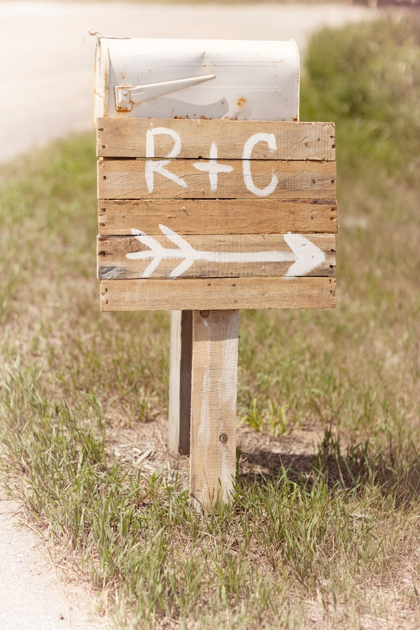 R + C wedding sign
