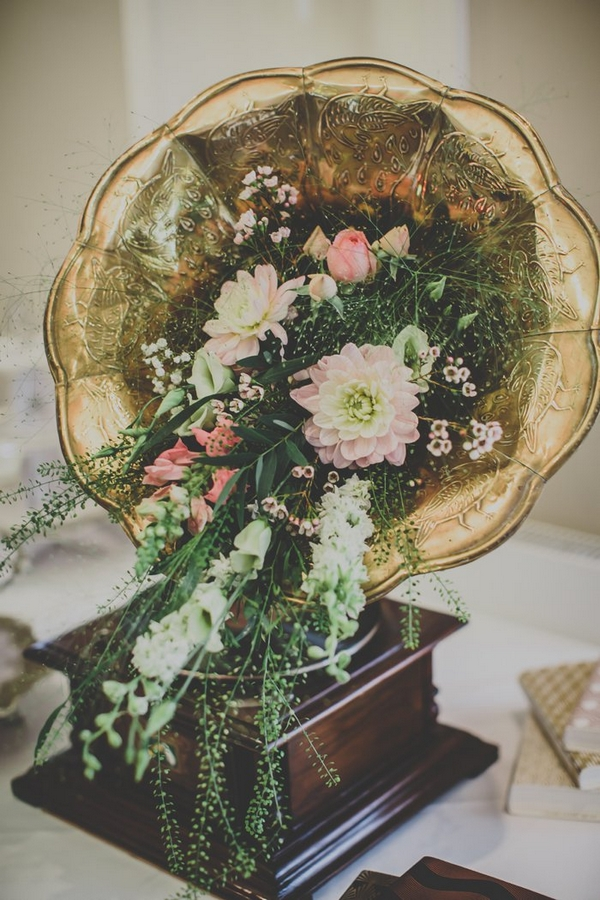 Gramophone with flowers in