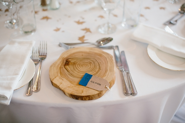 Groom log place setting