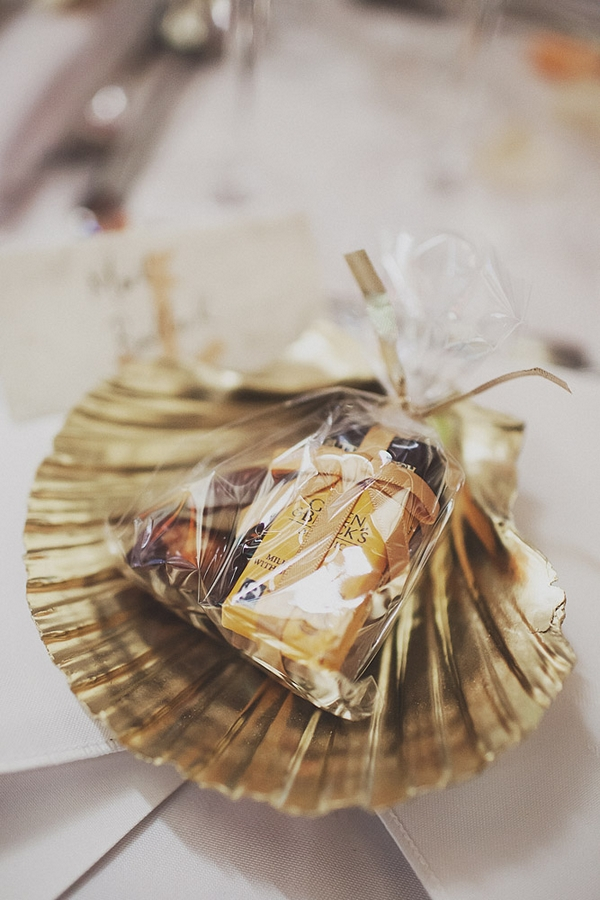 Wedding favour in shell