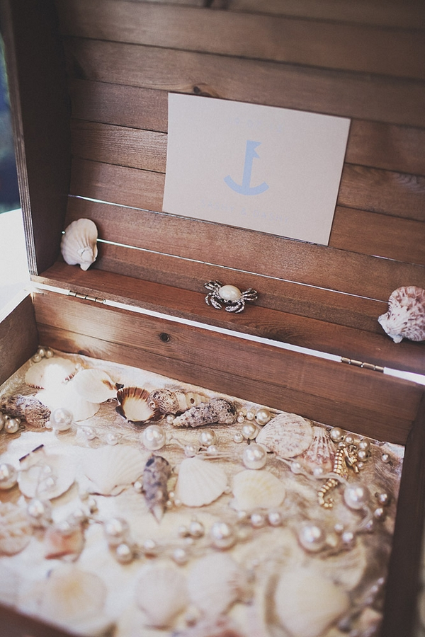 Bow of shells and pearls