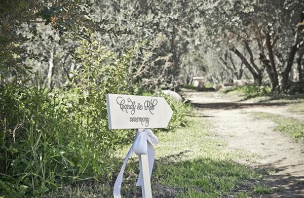 Wedding arrow sign