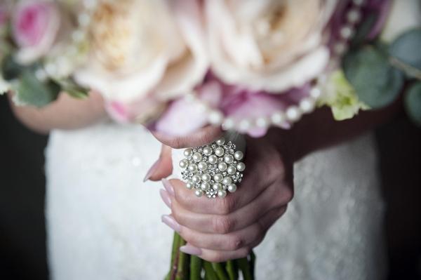 Brooch on wedding bouquet