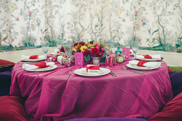 Low-lying wedding table with pink tablecloth