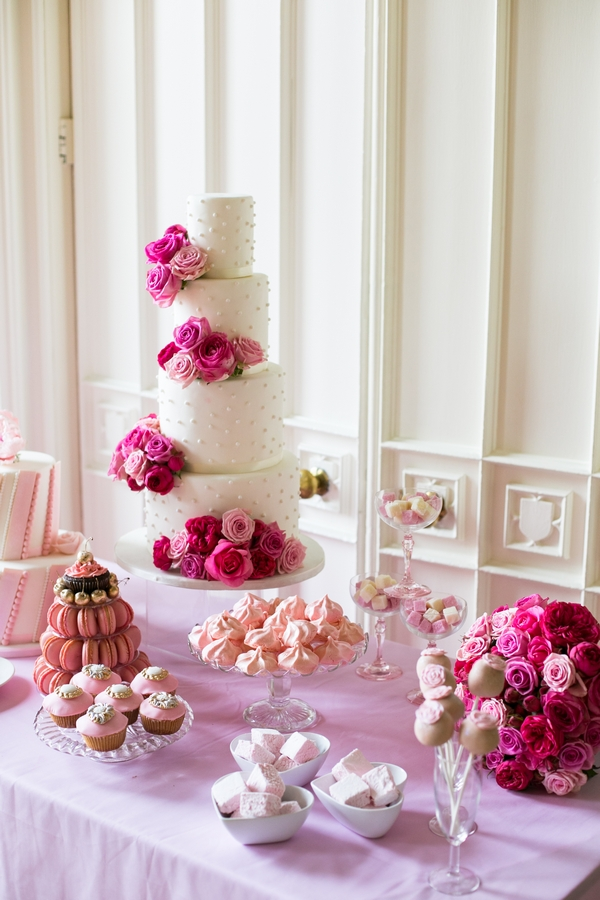 Wedding cakes and biscuits