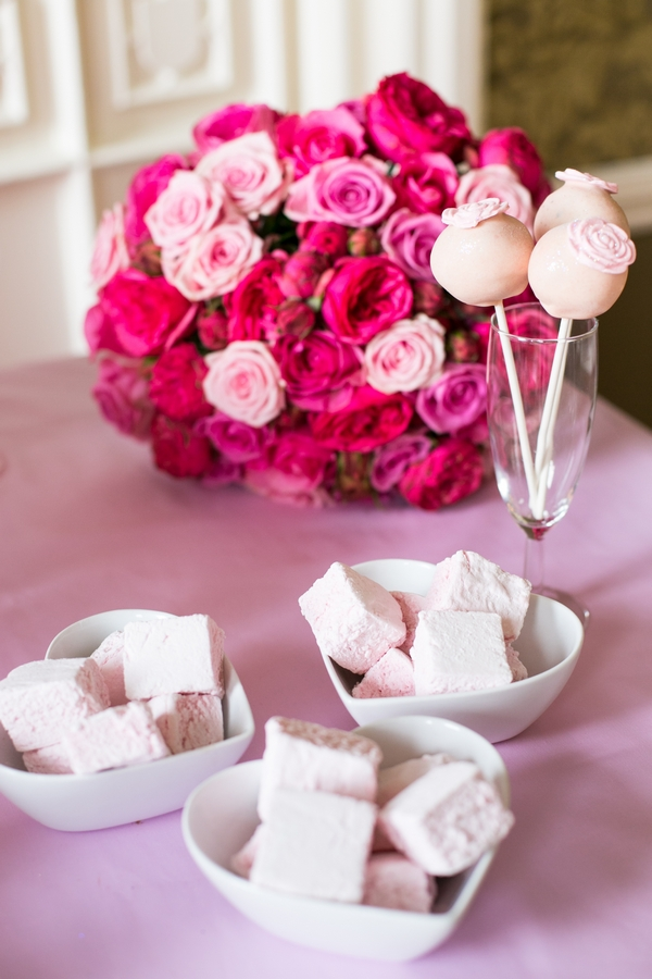 Marshmallows and pink flowers