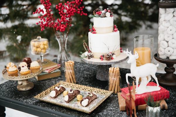 Cannoli and Christmas wedding cake