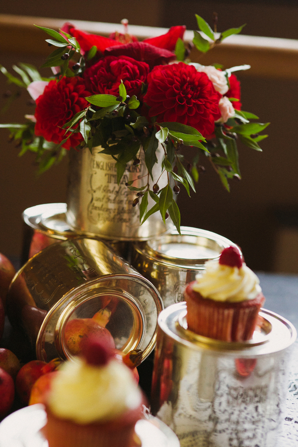 Cupcakes and flowers in tin