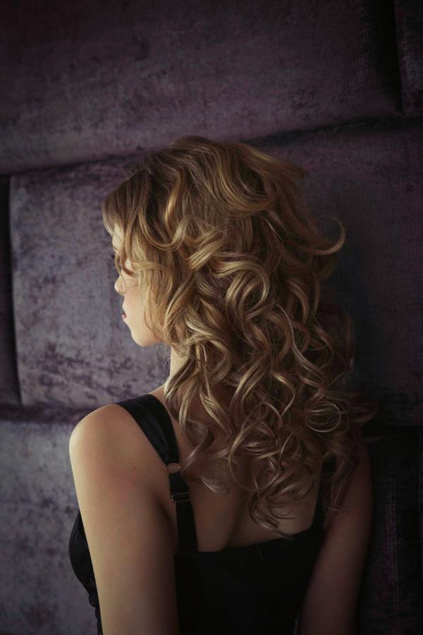 Long curly hairstyle - Bridal boudoir shoot