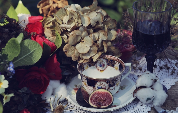 Teacup and fig