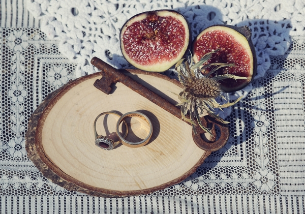 Key, wedding rings and figs