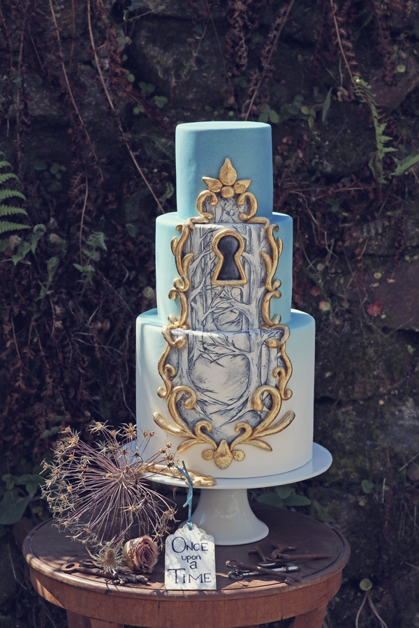 Fairytale style wedding cake with keyhole
