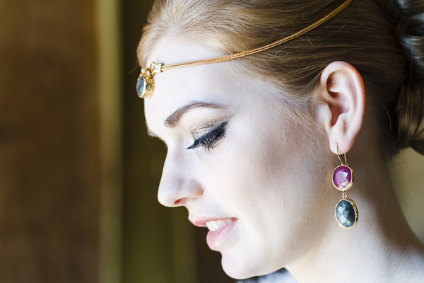 Bride with gemstone forehead chain and earrings