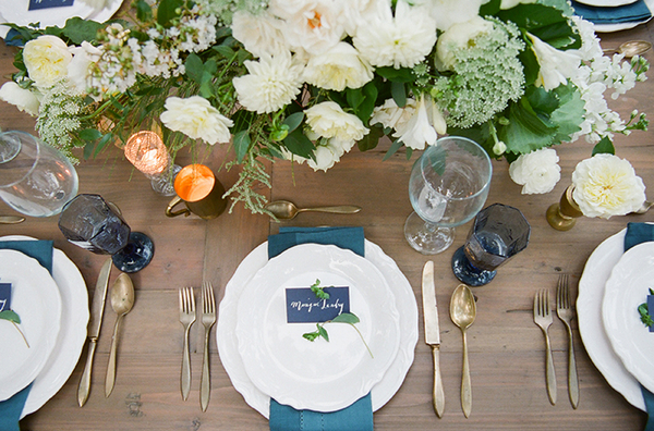 Wedding place setting with blue details