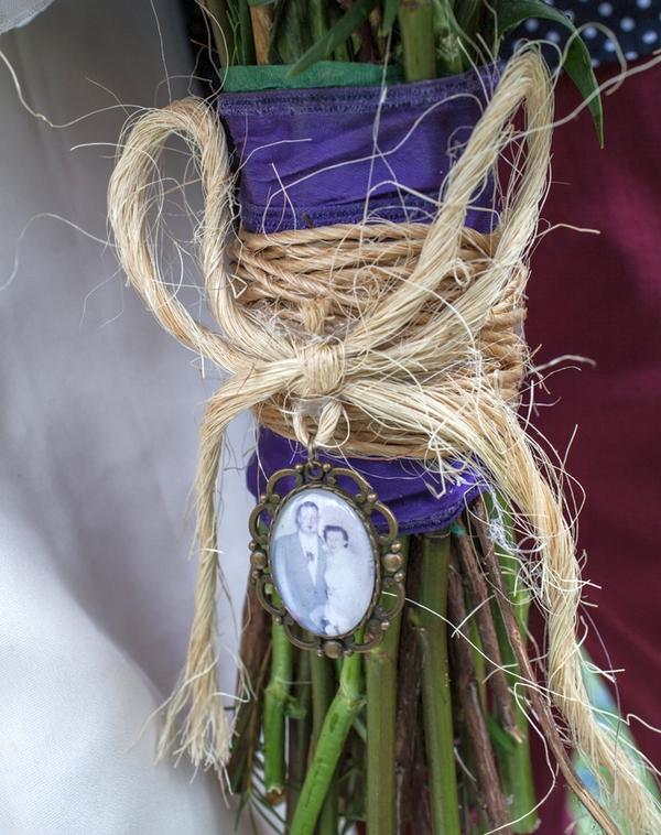 String tie around wedding bouquet