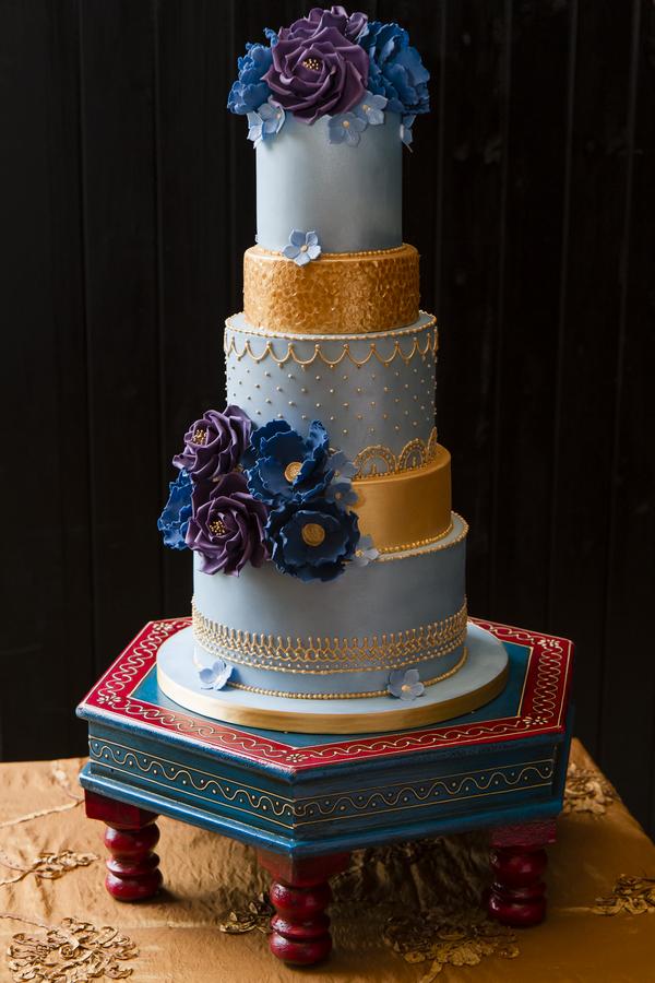 Elegant, colourful wedding cake