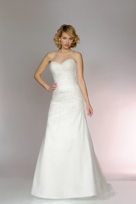Picture of 5562 Wedding Dress - Tia by Benjamin Roberts 2015 Bridal Collection