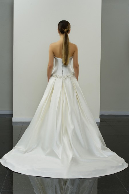 Picture of Back of Anghard Wedding Dress - Yumi Katsura Modern Love Fall 2015 Bridal Collection