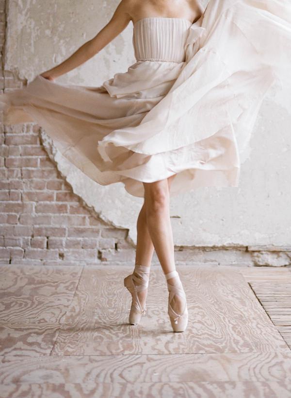 Ballerina bride on toes
