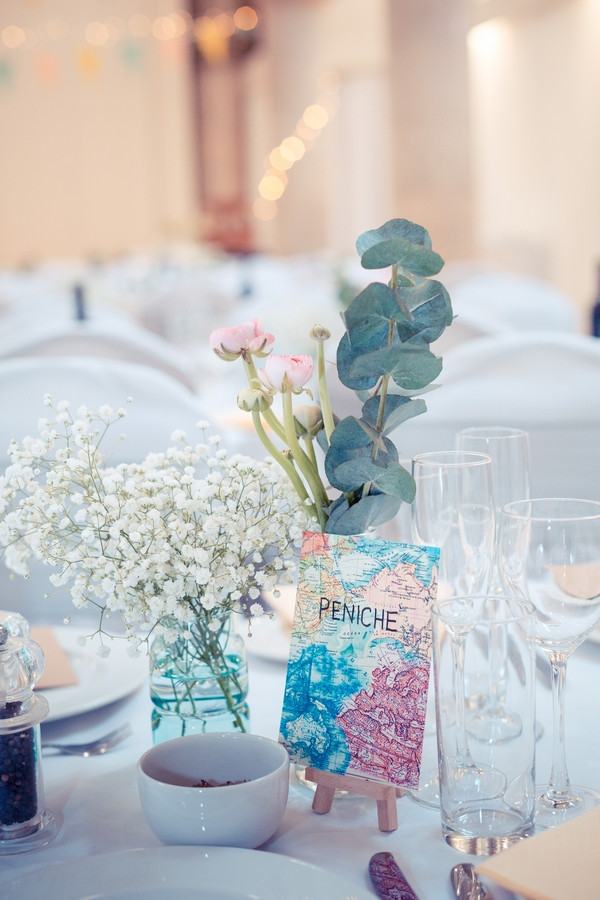 Spring flowers on wedding table