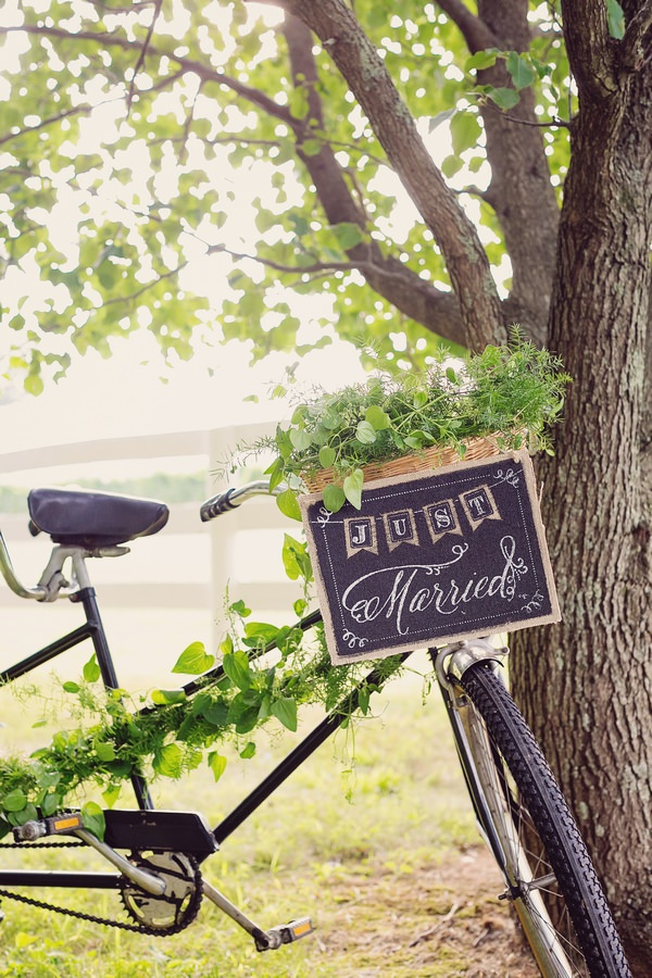 Just married sign on front of vintage tandem bicycle