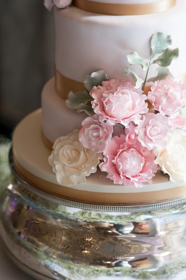 Flower detail on elegant wedding cake