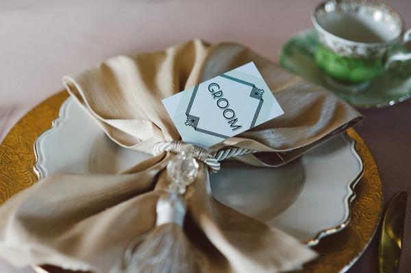 Gold napkin on wedding table