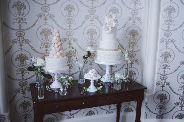 Retro wedding cake table