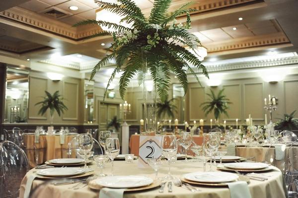 Retro Hollywood glamour wedding table