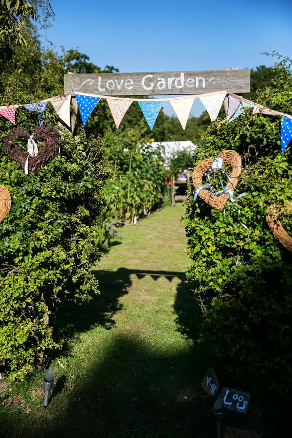 Love garden sign