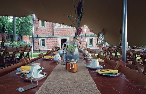 Hessian table runner on wedding table