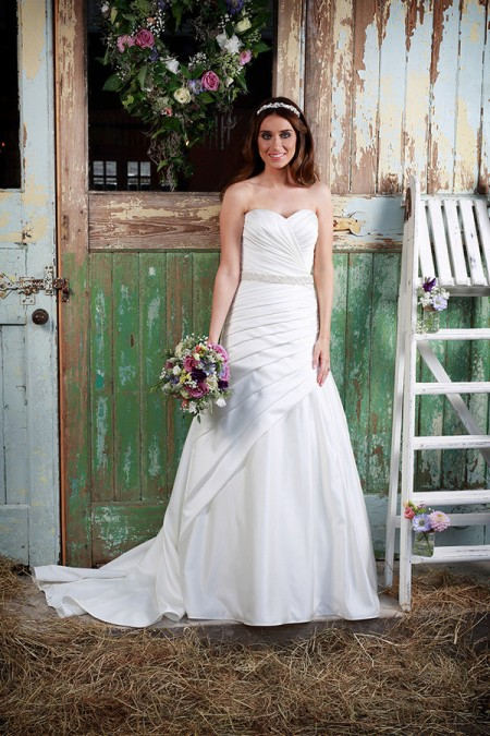 Picture of Love Wedding Dress - Amanda Wyatt Promises of Love 2016 Bridal Collection