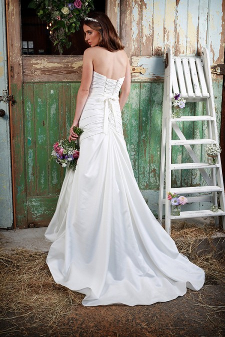 Picture of Back of Love Wedding Dress - Amanda Wyatt Promises of Love 2016 Bridal Collection