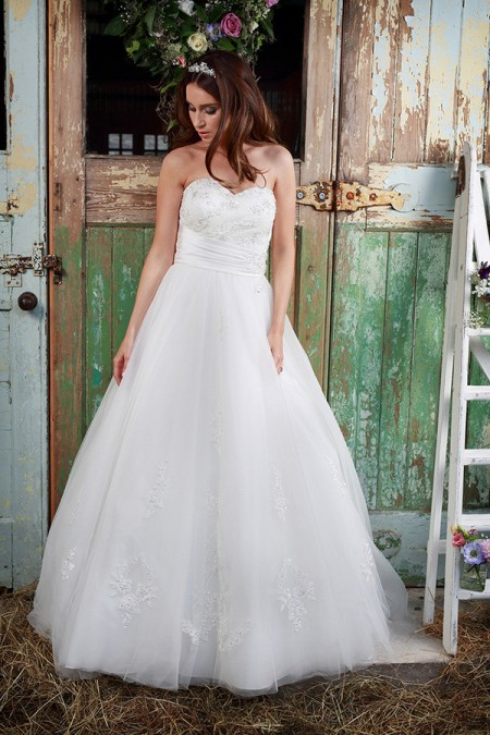 Picture of Precious Wedding Dress - Amanda Wyatt Promises of Love 2016 Bridal Collection