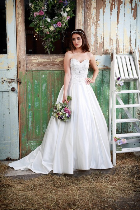 Picture of Sapphire Wedding Dress - Amanda Wyatt Promises of Love 2016 Bridal Collection