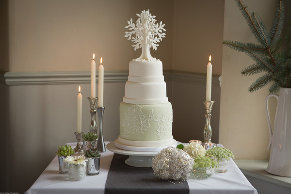 Chic and elegant wedding cake table